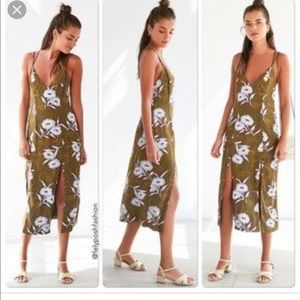 Urban Outfitters Dresses - Urban Outfitters size 4 silent + noise floral midi